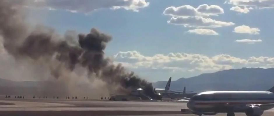 VIDEO Las Vegas : un avion prend feu au décollage