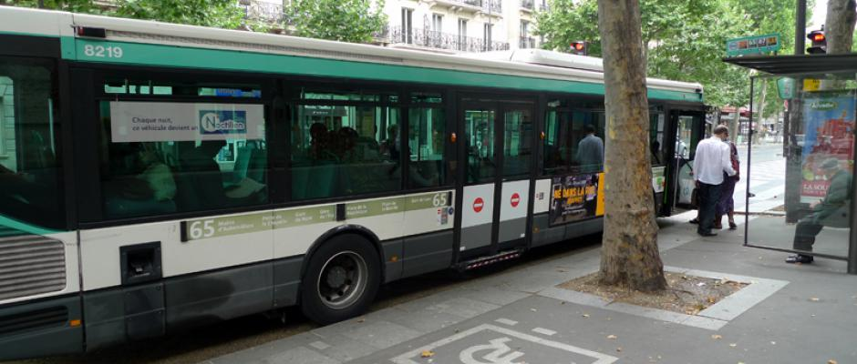 Paris : un bus fou sème la panique