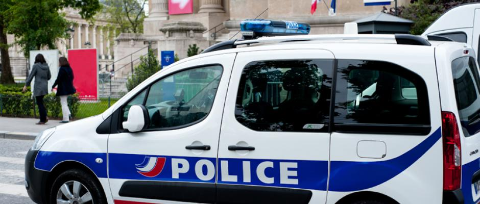 Essonne : un couple surpris en train de faire l'amour devant un commissariat