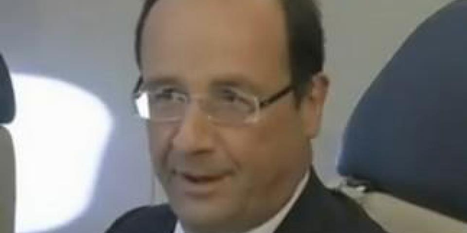 Bienvenue à bord de l'Air Sarko One... avec François Hollande !